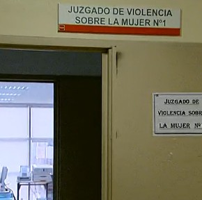 Cerca de 240.000 mujeres justifican la violencia machista en algunos casos, A la Carta, TVE