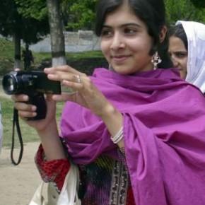 Los médicos logran extraer una bala a la joven activista paquistaní atacada por los talibán