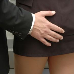 Un tribunal no ve acoso sexual en besos y tocamientos