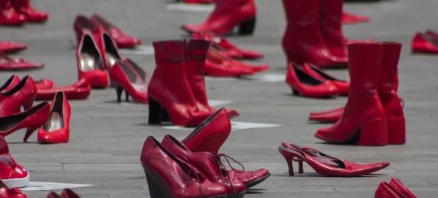Zapatos rojos en Bellas Artes, contra la violencia de género